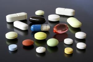 Viele bunte Pillen - mit der Anzahl der Medikamente steigt auch das Alergierisiko